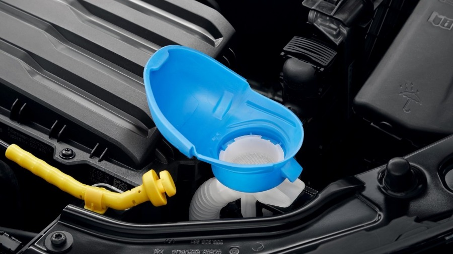 Simply Clever Feature: Integrated Funnel for Windscreen Washing Tank