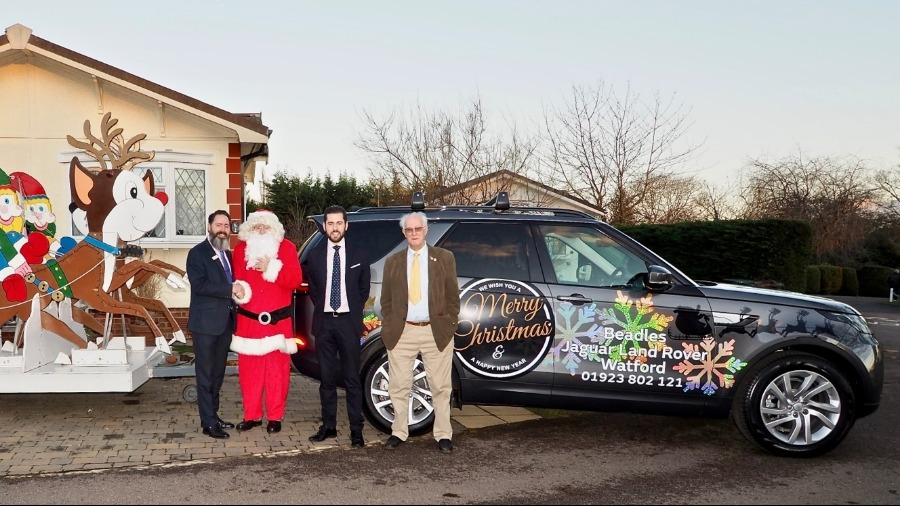 Beadles Land Rover Watford Pulls Santa Out Of A Sticky Situation