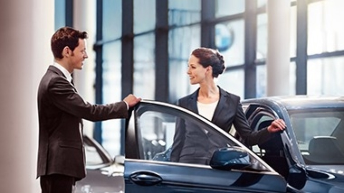 BMW Business Development Manager helping a customer